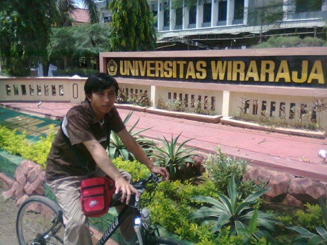 saya depan kampus